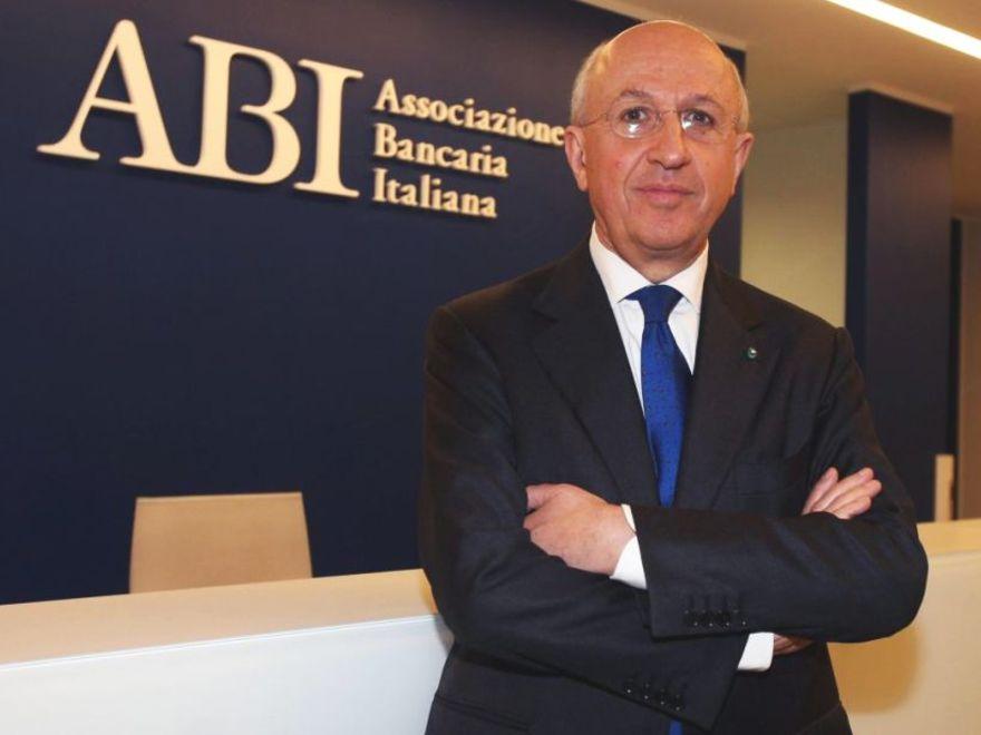 """Patuelli: """"Ragionare sul contratto dei bancari"""""""
