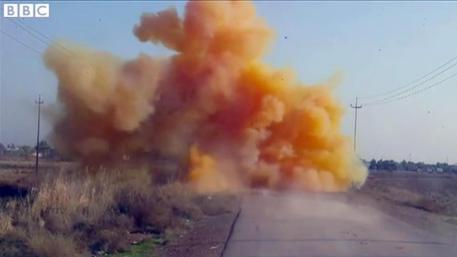 In Iraq l'Isis lancia bombe al cloro che bruciano i polmoni