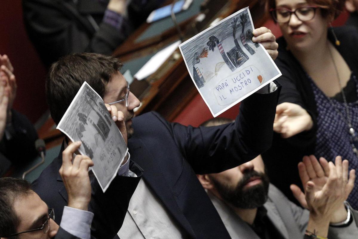 """Sì della Camera al decreto sull'Ilva. Renzi twitta: """"Riparte la speranza"""""""