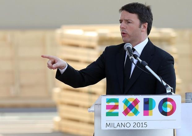 """Renzi visita l'Expo: """"Ce la faremo e venderemo 10mln di biglietti"""""""