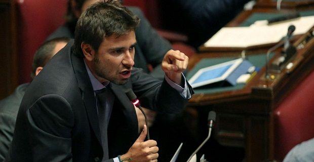 """Di Battista: """"Renzi ha rottamato la legalità in Italia"""""""