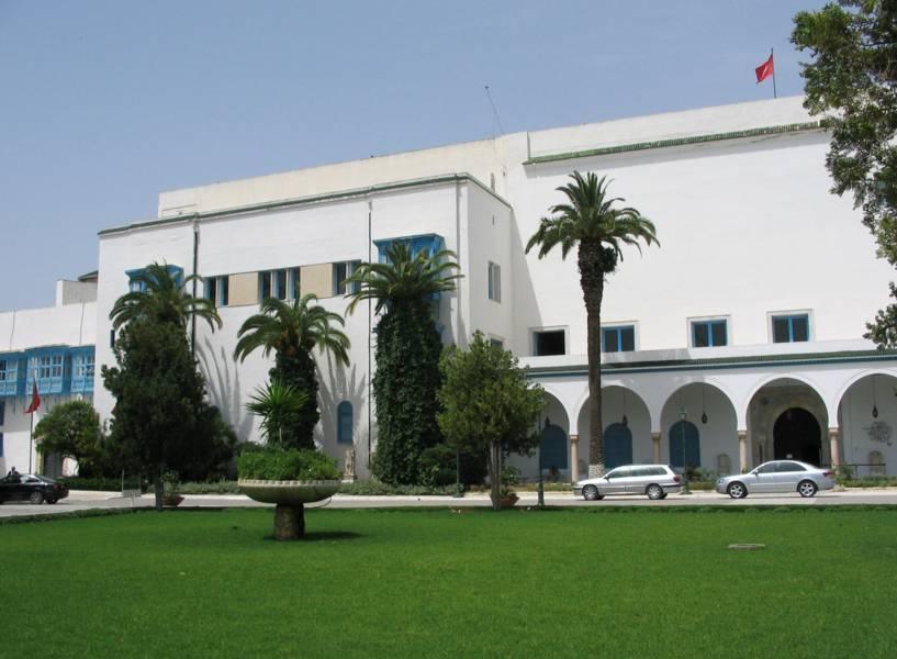 """Gentiloni a Tunisi: """"L'Italia cancella il debito di 25mln"""""""