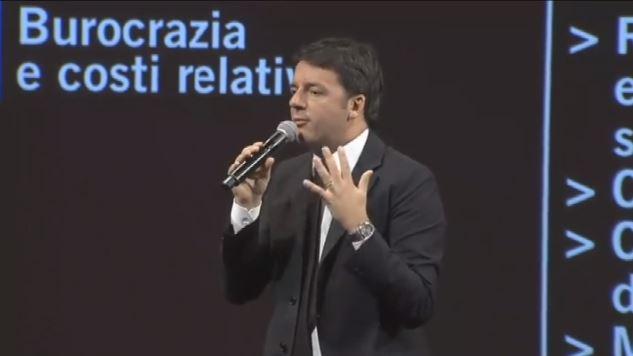 """Tagliare le tasse? Renzi: """"non è di destra, è giusto"""""""