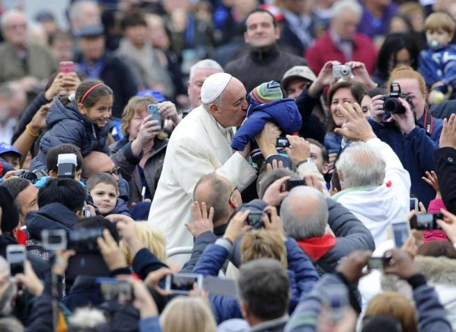 "Papa Francesco: ""Niente porte blindate nella Chiesa"""