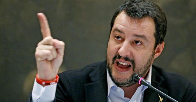 """Da Salvini 3 """"vaffa"""" contro Renzi"""