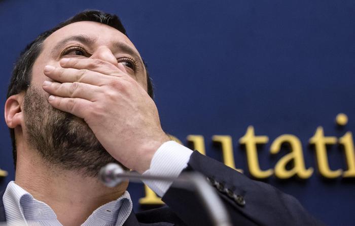 """Salvini: """"Fermiamoci. Così perdiamo"""""""