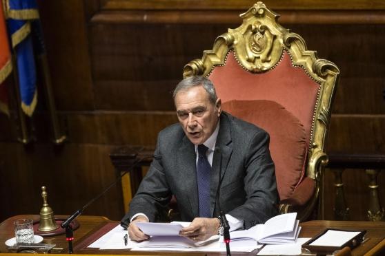 """Grasso annuncia la misura """"anti-assenteisti"""""""