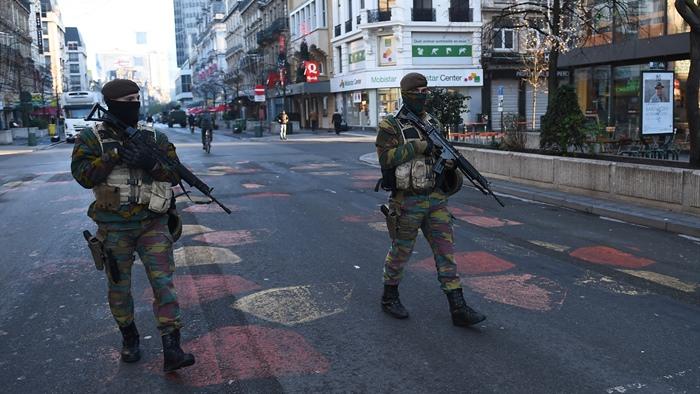 Blitz antiterrorismo. Sparatoria a Bruxelles