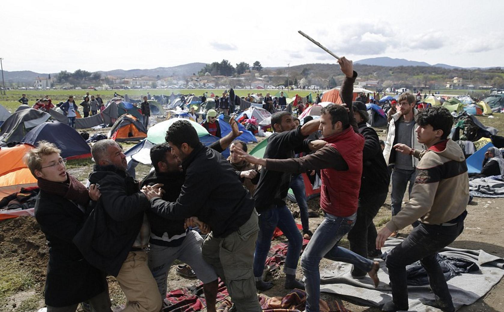 A Idomeni, rissa tra migranti