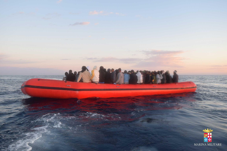 Dalla Libia 8 gommoni. Soccorsi 600 migranti
