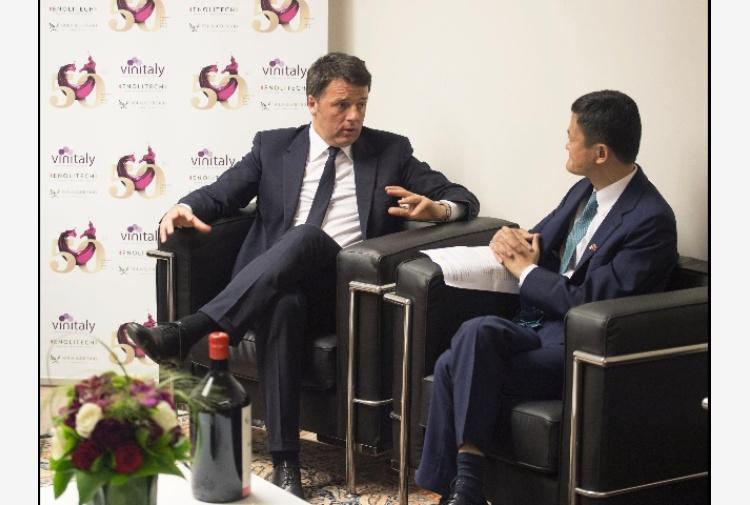 """La """"giornata storica"""" di Renzi a Vinitaly"""