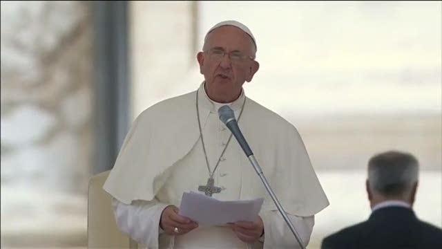 "Papa Francesco a San Pietro: ""Siamo tutti migranti"""