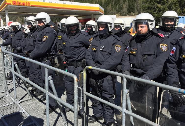 Migranti. L'Austria del ballottaggio ci riprova: 80 poliziotti al Brennero