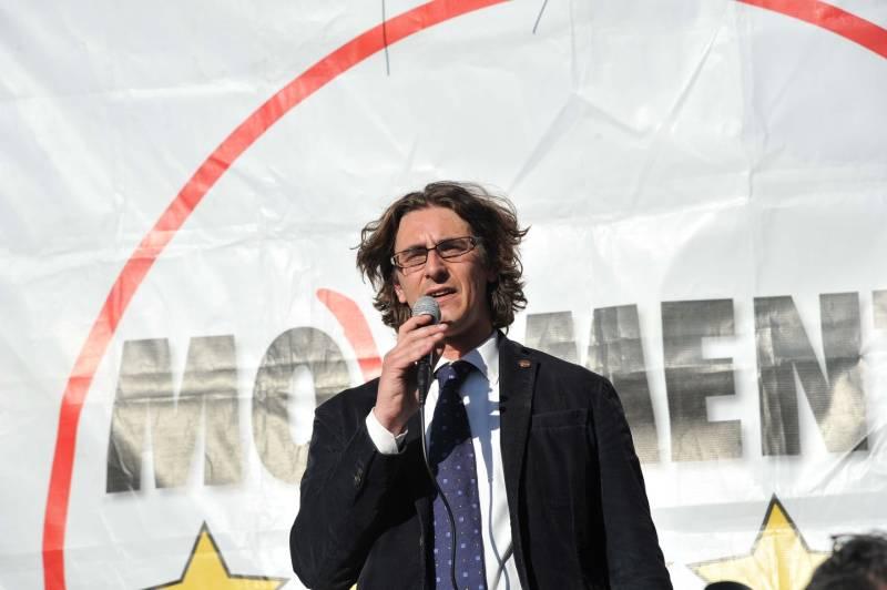 "M5s. A Milano Gianluca Corrado presenta il ""bilancio trasparente"""